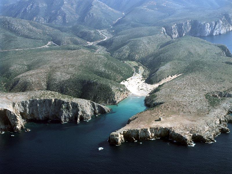 Cala Domestica und das Hinterland von oben. Quelle: promozioneturismosardegna.it